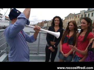 Riesige Euro-orgie Für Rocco Siffredi Und Freunde