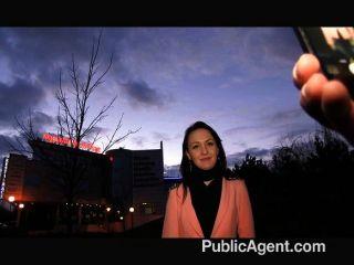 Publicagent - Schwarze Haare Babe Fickt Hart