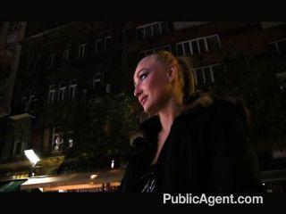 Publicagent - Blonde Geld Für Sex Tätowiert