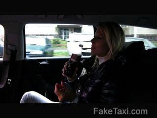 Faketaxi - Blonde Milf Liebt Den Hahn