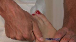 Massageräume - Blondine Mit Saftigen Pfirsich Bum