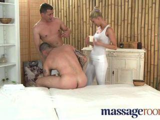 Massageräume - Geile Blonde Masseuse Gefickt