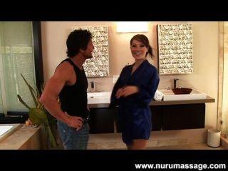Asa Akira Asiatische Nuru Massage