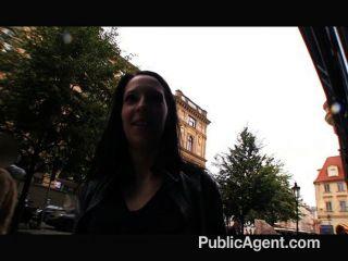 Publicagent - Sie Blinkt Ihre Brüste Auf Der Straße
