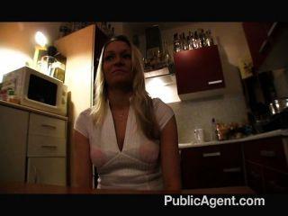 Nicole Fickt Schwanz Für Geld