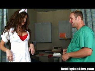 Krankenschwester Mit Großen Titten Wichsen Erwischt