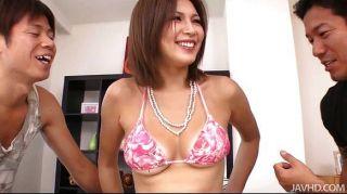 Mai Kuroki Neckt Die Jungs Dann Creampied Wird