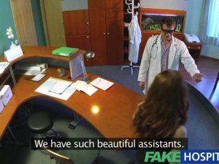 Fakehospital - Vollbusige Neuen Mitarbeiter Saugen