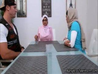 Moslemische Mutter Und Tochter Geht Gegen Ihre Religion