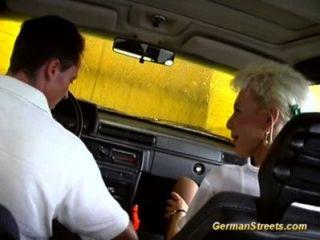 Blonde Deutsch Wird In Autowasch Gefickt