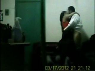 Indische Chef Verdammt Sein Büro Mädchen In Gruppen-sex In Der Kabine