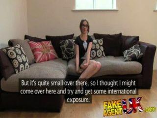 Fakeagentuk Küken Petite Australisches Bekommt Anal Aktion In Gefälschten Casting