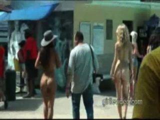Nackt In Der Öffentlichkeit