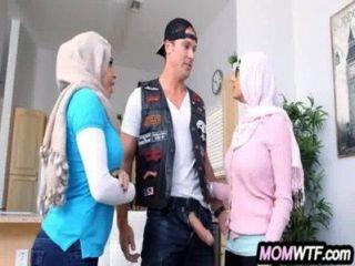 Arab Mutter Und Tochter Teilen Hahn Juli Vega-, Mia Kalif 25 82
