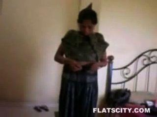 Hausfrau In Salwar Entfernen Und Nackt Im Bett Bekommen