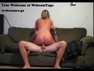 Teen Ficken Freund Auf Der Couch Versteckt Webcam