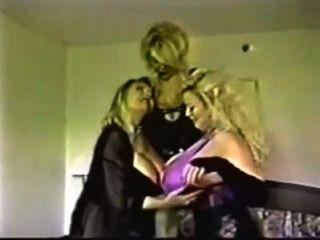 Chessie Moore - Und Big Boob Freinds