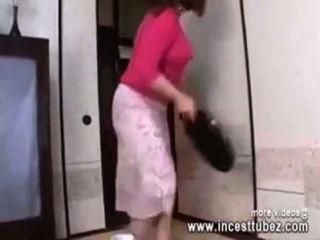 Japanische Mutter Im Badezimmer Von Sohn Schwanz Gefickt - Incesttubez.com