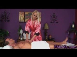 Vanessa Käfig Süße Blondine Gibt Massage
