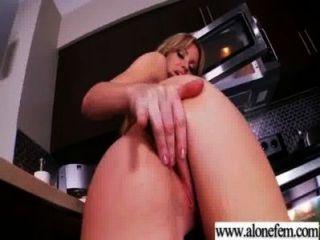 Solo Hübsches Mädchen Liebe Masturbiert Mit Sachen Video-03