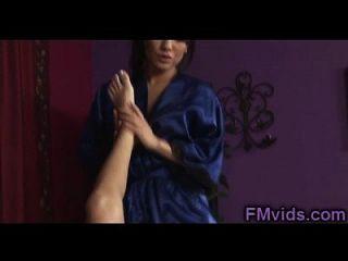 Nikki Daniels Asa Akira Ehrfürchtige Lesbische Massage