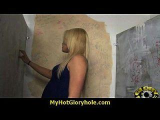 Interracial Weiße Dame Gesteht Ihre Sünden Am Gloryhole 8