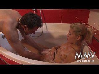 Mmv Filme Atemberaubende Blonde Engel In Der Badewanne Gefickt
