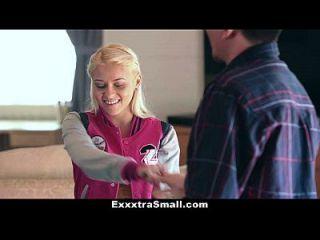 Exxxtrasmall Blonde Tochter Fickt Ihren Schritt Vater Für Geld