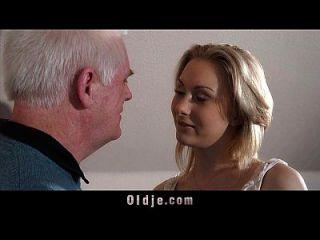 Alter Arbeitgeber Fickt Blond In Einem Interview