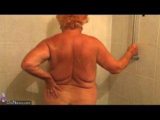 Oldnanny Chubby Granny Gebadet Und Hat Dann Dreier