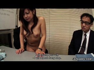 Asiatische Niedliche Babe Interviews Für Einen Job Saugen Schwänze