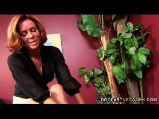 Veronica Avluv Steigt Auf Einen Schwarzen Schwanz Aus