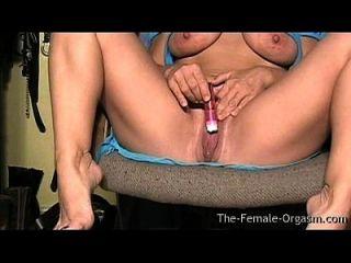 Milf Mit Großen Titten Und Fleischigen Nassen Pussy Masturbieren