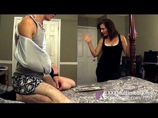 Mama Hilft Ihrem Stiefsohn Mit Einem Handjob