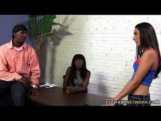 Rachel Rose Fickt Mit Einem Schwarzen Kerl Für Einen Neuen Laptop