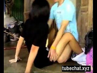 Ziemlich Kurzhaariges Thailändisches Mädchen Wird Geficktes Video
