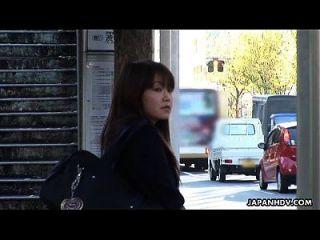 Asiatischen Jugendlich Wird In Dem Entführten Bus Vernichtet