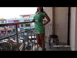 Blitz Und Nackt Auf Dem Balkon