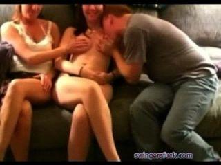 Busty Hotwives Geteilt Von Hubbys In Swinger Orgy Auf Swingersfuck.com