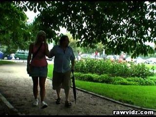 Perv Dad Knallt Heiße Blonde Teenager Im Park