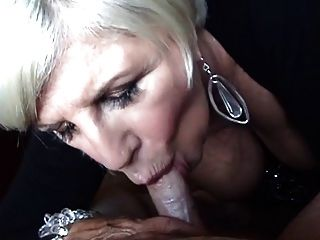 Blonde Oma Blasen Und Brust Erleichterung