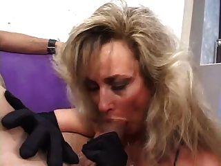 Hot Puma Anjelica Fuchs Rauchen Blowjob