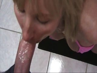 Hot Vollbusige Mutter Mit Bf