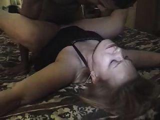 Bbw Amateur-weiße Frau Knallt Im Haus Bett Und Master-bad Schwarzen Typ! Leserate Kommentar Zu Sehen!