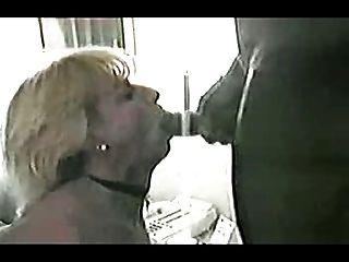 Reifen Weißen Frau Bekommt Für Jubiläumsgeschenk, Während Mein Mann Bänder Großen Schwarzen Schwanz! Beobachten Kommentar Lesen!
