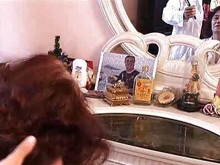 Haarige Oma Bekommt Ihre Haare Gemacht