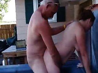 Mein Chef Fickt Meine Frau In Der Outdoor-spa