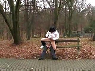 Alter Mann Fickt Schmutzige Teenager-mädchen In Der Öffentlichkeit Park.f70