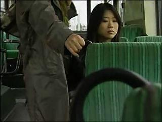 Japanische Lesben Bus Sex (zensiert)
