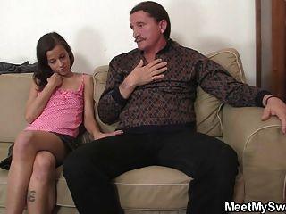 Mann Findet Seine Freundin Mit Seinen Eltern Verdammt